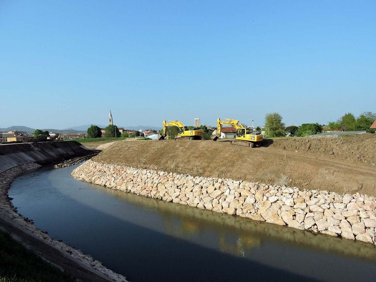 CE-072 An Introduction to Levee Construction