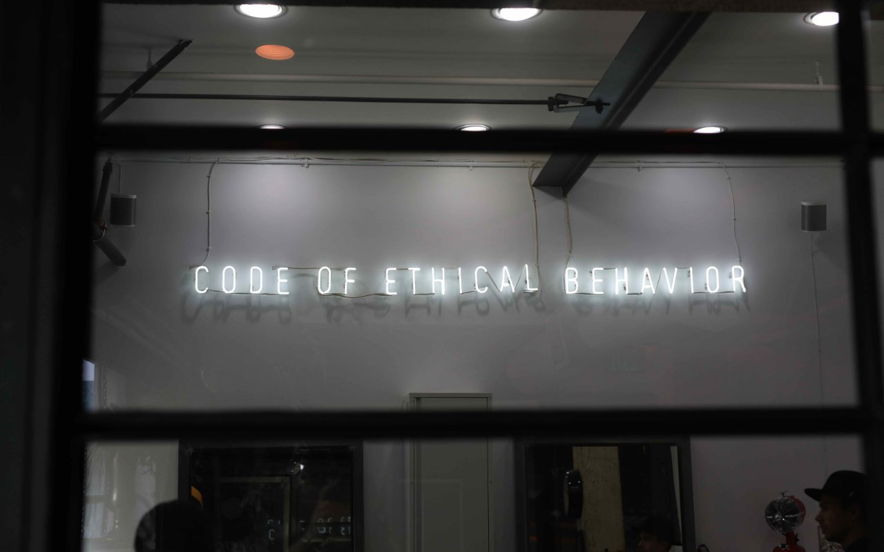 ELR-060 Ethics Standards of Conduct – PHOTO